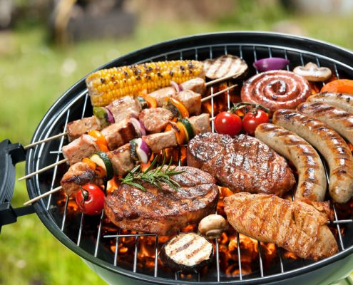 Guide of essential outdoor grill accessories for newbies